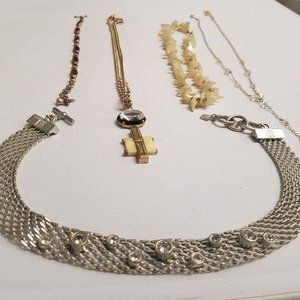 Lot 4 necklaces and 1 bracelet